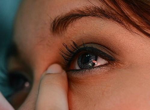 Соринка в глазу