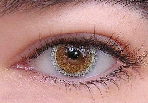 Линза на глазу