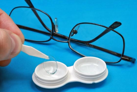 Зрение в очках и линзах разное