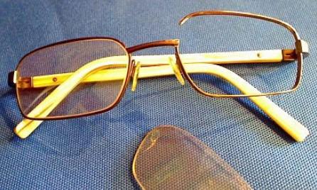 Сломанная дуга в очках