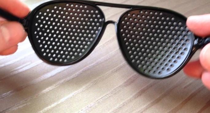 Очки тренажеры с дырочками