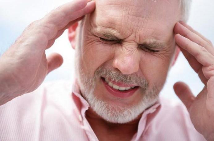 Головные боли из-за катаракты